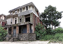 Vacant homes pose risks for agents