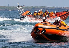 Master client and colleague coaching by using lifeboats and mirrors