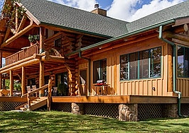 Luxury listing of the day: Red Horse Lodge in the Arkansas Ozarks
