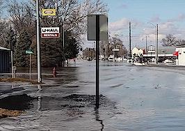 Historic Midwest floods kill 3, destroy hundreds of homes