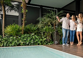 High-end homes flood the market as homeowners seek to trade up